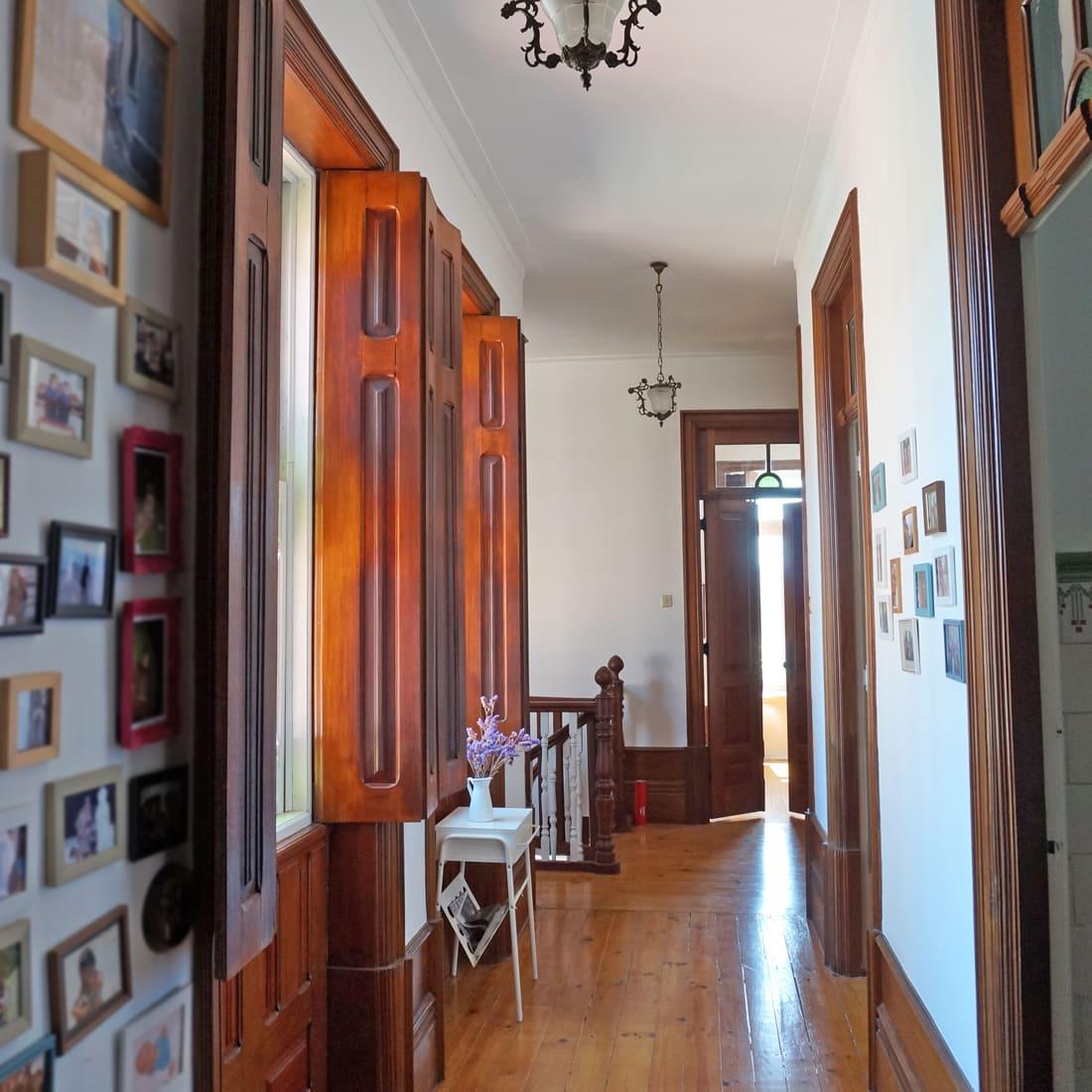 Lovely ... Das Ganze Haus, Ist Voll Von Einfach Nur Hammermäßig Wunderschönen  Holztüren, Die Natürlich Mit Glas Verziert Sind. Die Meisten Davon Sind  Doppelflüglig ...
