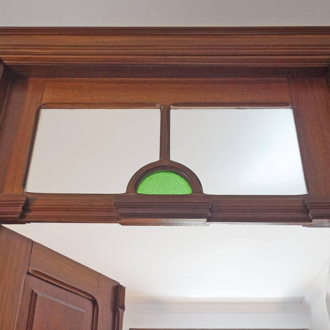 ... Das Ganze Haus, Ist Voll Von Einfach Nur Hammermäßig Wunderschönen  Holztüren, Die Natürlich Mit Glas Verziert Sind. Die Meisten Davon Sind  Doppelflüglig ...