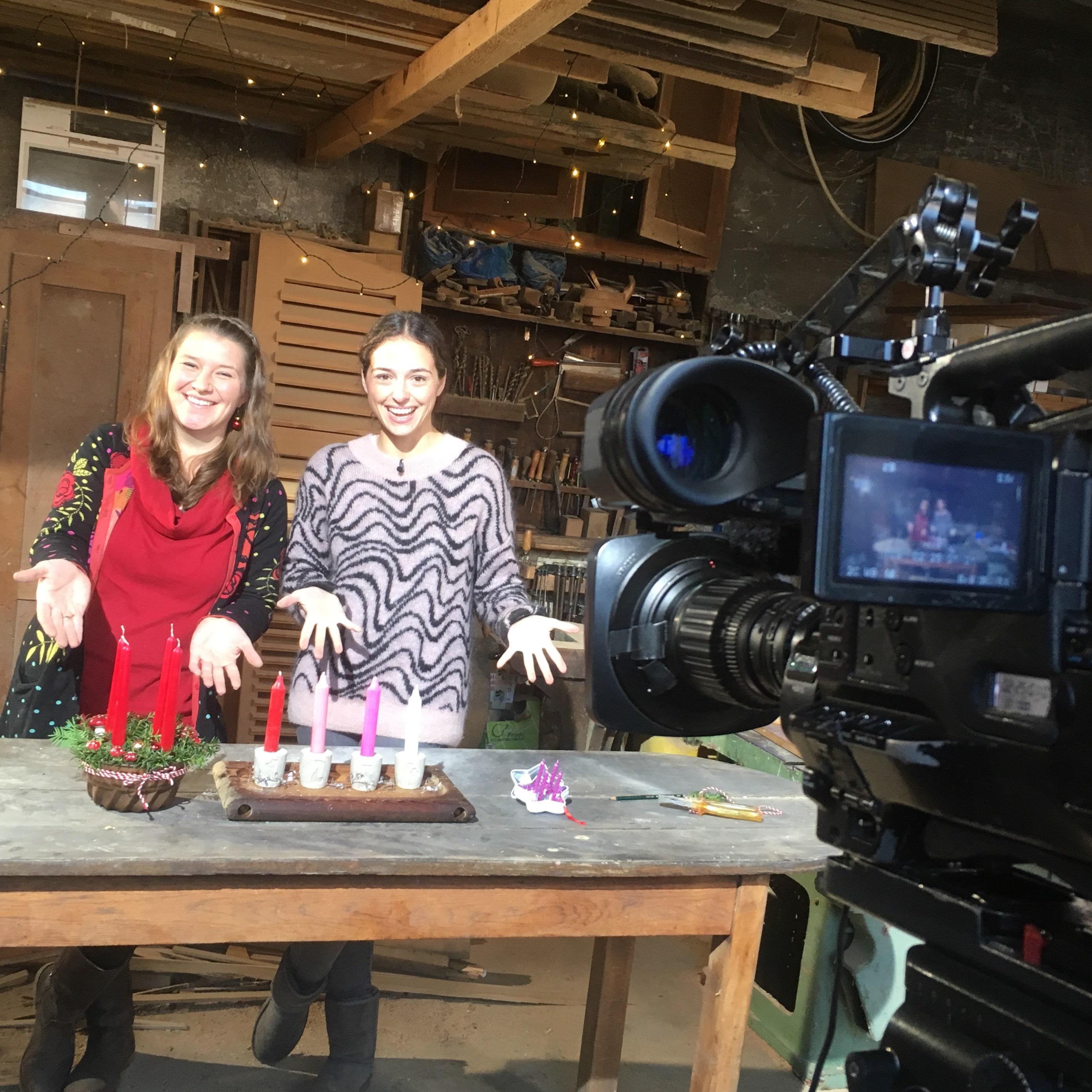 Elli beim Dreh mit RTL Hessen unterstützt durch Reporterin Luisa Vollmert