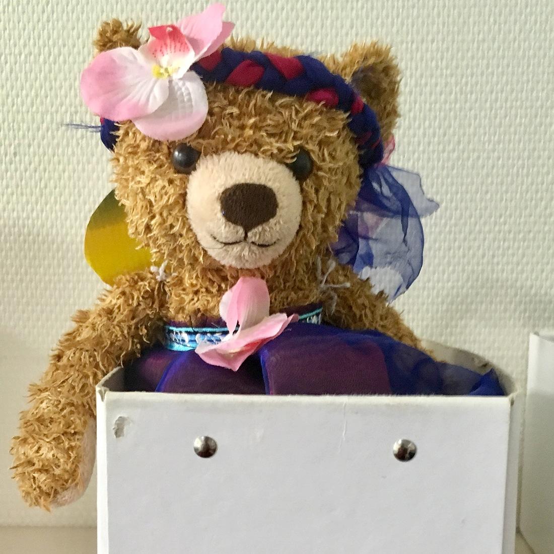 Als Fee verkleideter Teddybär