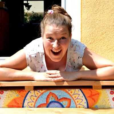 Elli-Boettcher-auf-ihrer-Mandala-Treppe